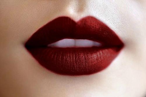 Dark-Red-Lis